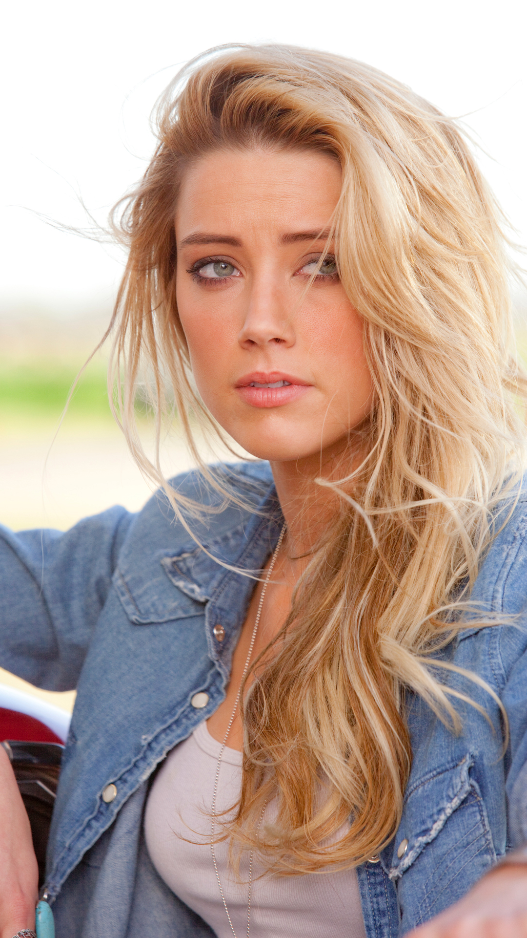 Amber Heard htc one wallpaper