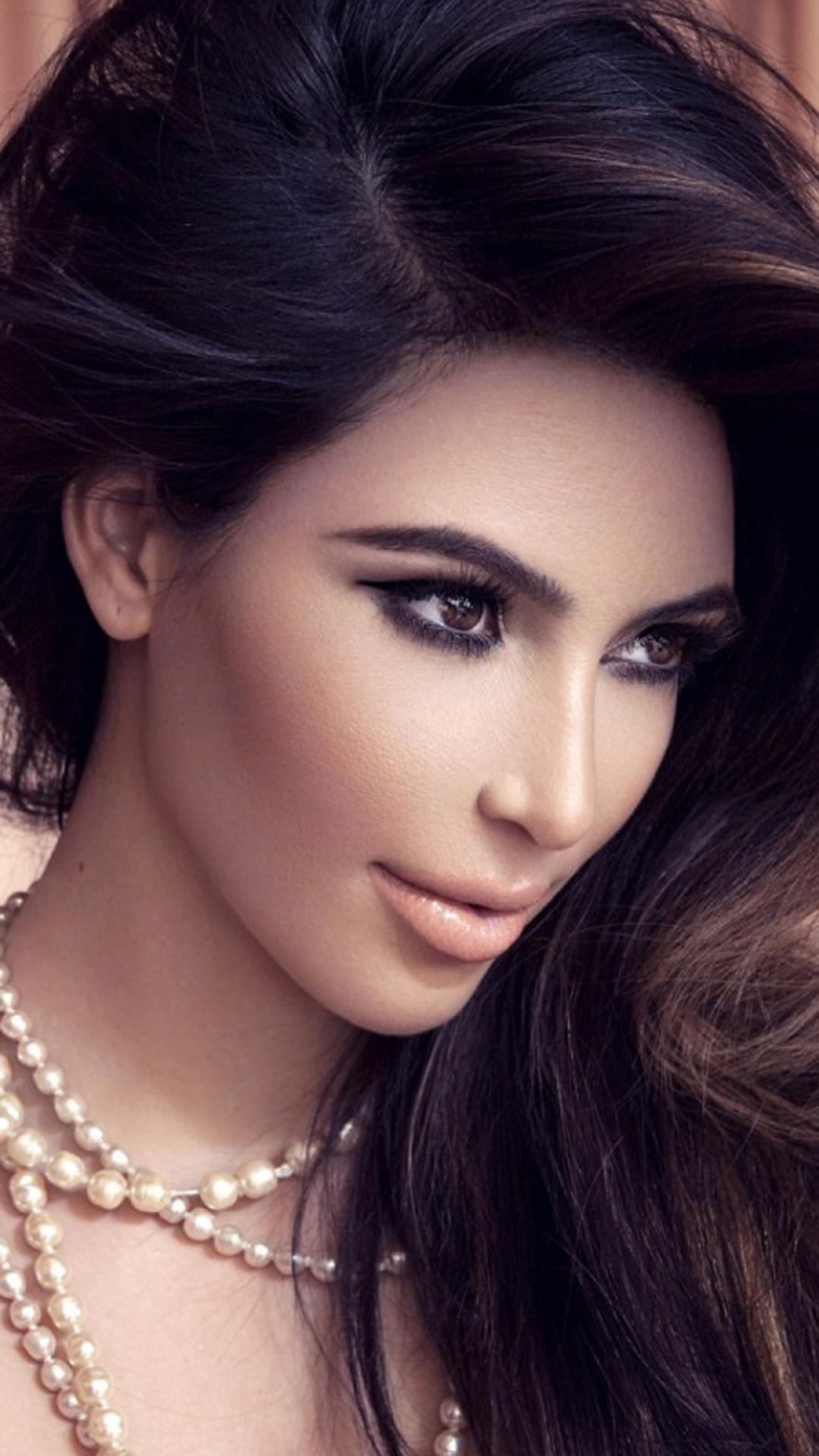 Kim Kardashian htc one wallpaper