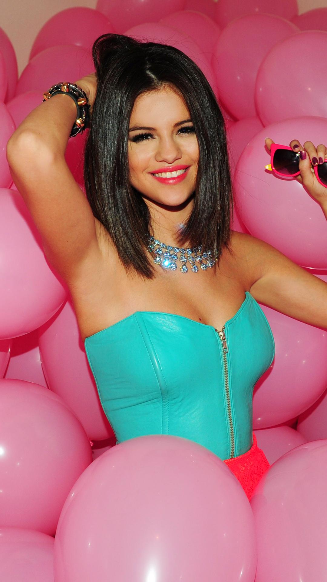 Selena Gomez htc one wallpaper