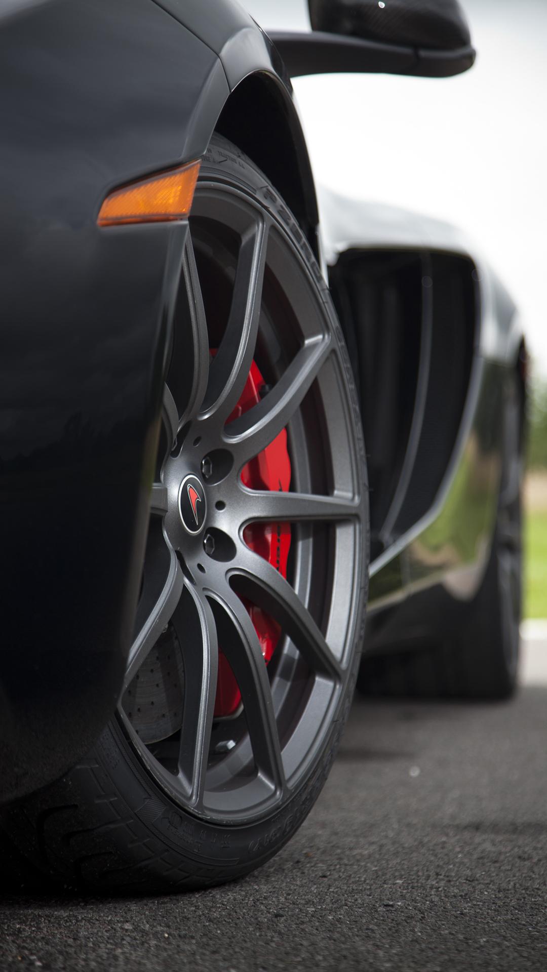 Black McLaren MP4-12C