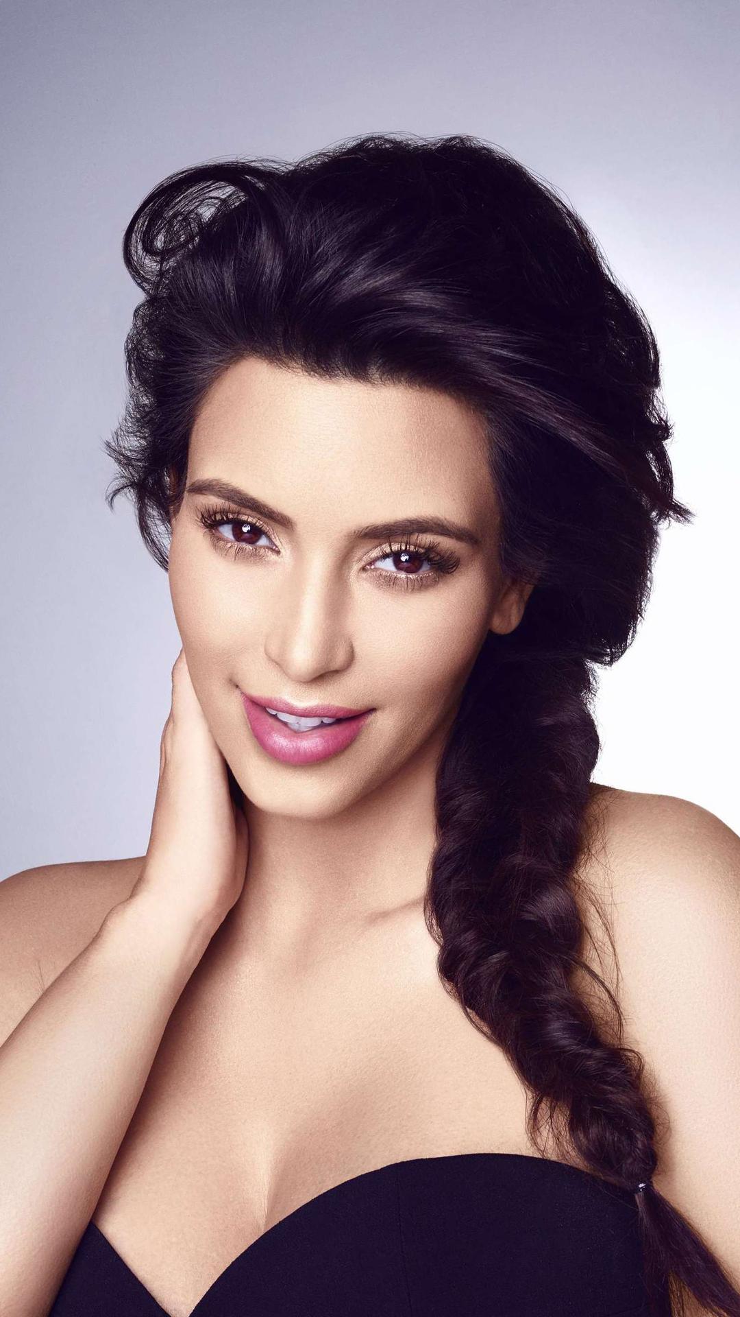 Kim Kardashian Beauty htc one wallpaper