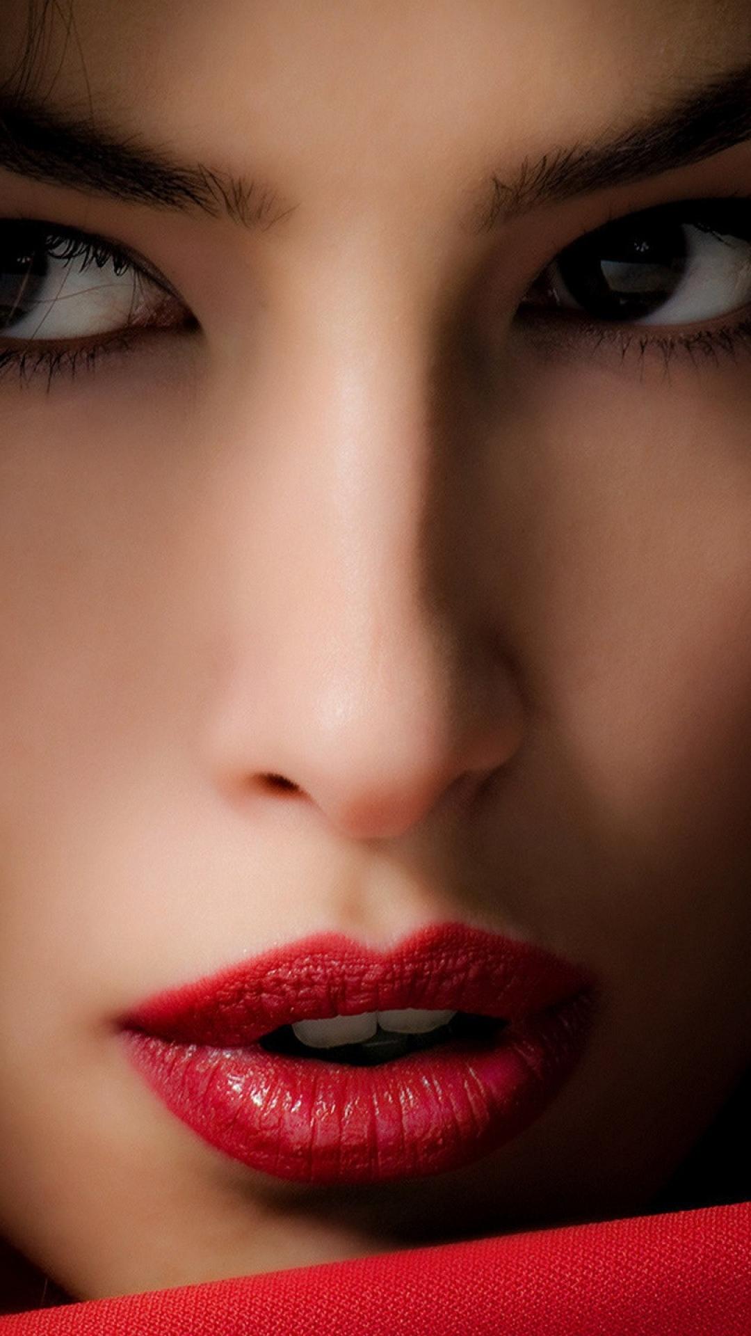 Model face